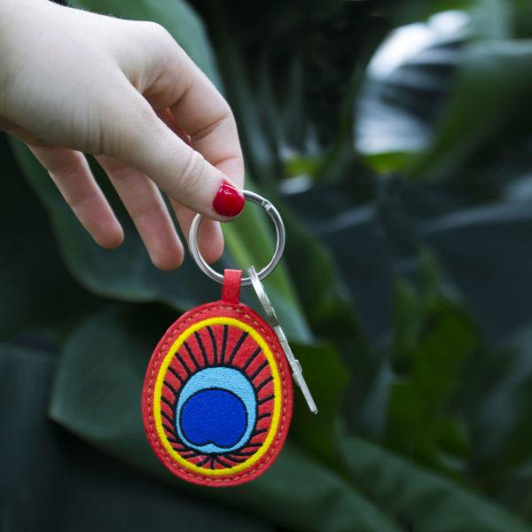 Porte-clefs femme paon en pinatex